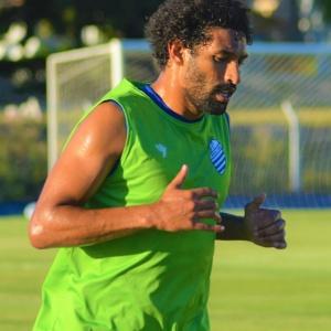 CSA confirma a contratação do zagueiro Willian Rocha, que estava no Oeste