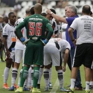 Jogadores do Vasco continuam cobrando salários atrasados junto aos dirigentes
