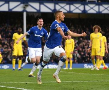 Artilheiro no Everton, atacante Richarlison chega empolgado à Seleção Brasileira