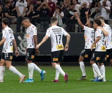 Corinthians supera o Botafogo e se aproxima dos primeiros colocados