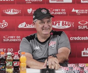 Técnico Geninho renuncia a parte do seu salário para colaborar com o Vitória