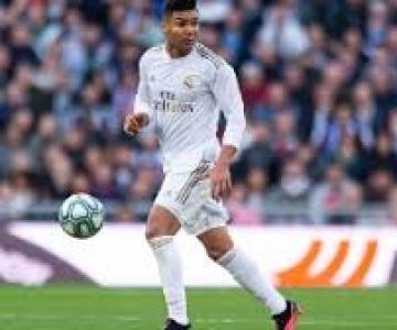 Volante brasileiro Casemiro renovou seu vínculo com o Real Madrid até 2023