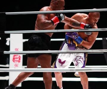 Mike Tyson e Roy Jones Jr protagonizaram um confronto que não empolgou