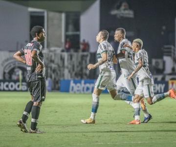 Vasco decepciona ao perder do vice-lanterna Coritiba dentro de São Januário