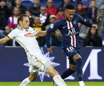 Neymar começou jogando, PSG venceu e assumiu a liderança na França