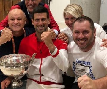 De virada, Novak Djokovic conquistou o tradicional Torneio de Roland garros